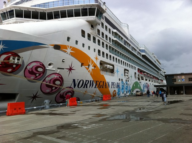 Norwegian Cruise Line - Norwegian Pearl